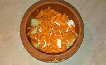 картошка в горшочке с морковкой