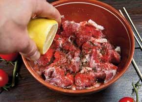 как лучше замариновать мясо для шашлыка из свинины
